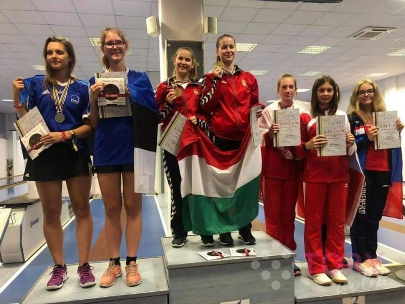 Na zdjęciu juniorki młodsze w kręglarstwie na podium Mistzrostw Świata w Słowenii