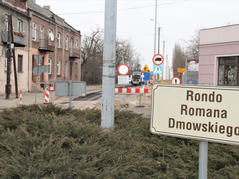 Na zdjęciu rozbudowa drogi DW 713 - zdjęcie przy rondzie Dmowskiego