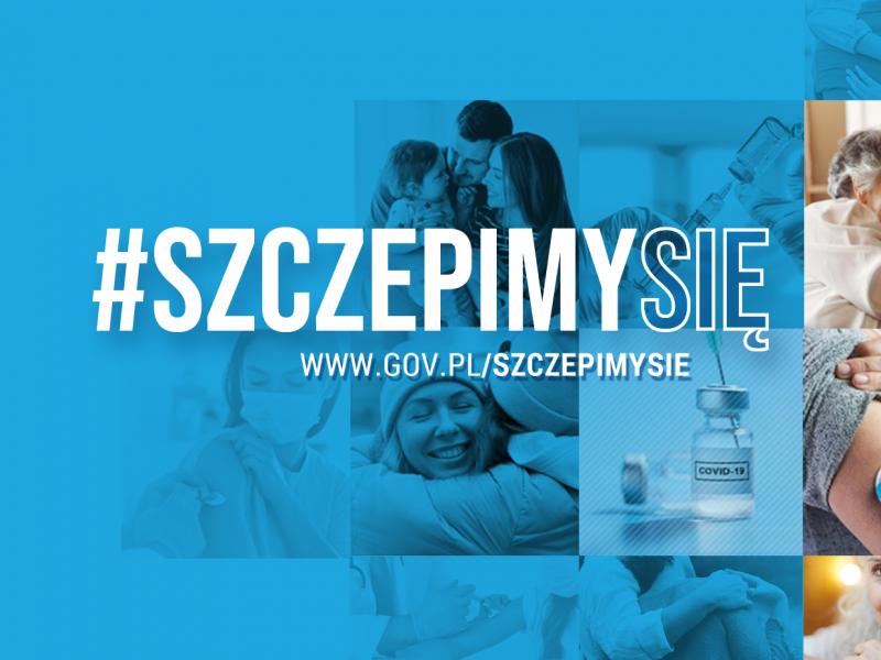 Niebieska grafika z napisem #szczepimy się, www.gov.pl/szczepimysie, w tle mozaika ze zdjęć osób starszych, widoczny jest również pojemnik ze szczepionką