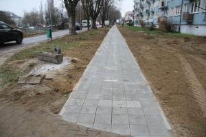 Wymiana chodnika na ulicy Koplina w toku